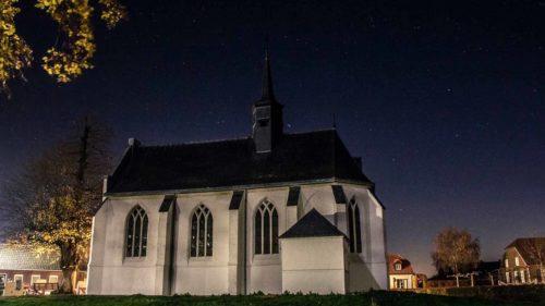 Kapel van Aijen in de avond