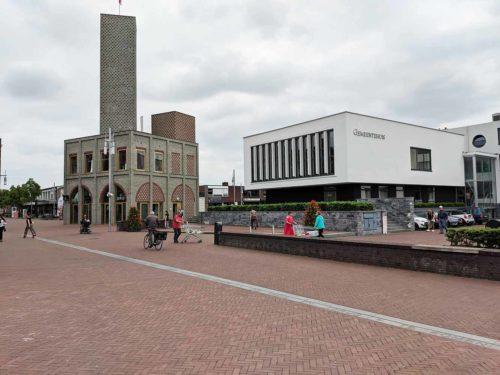 Gemeentehuis Nieuw-Bergen met Mosaique Toren