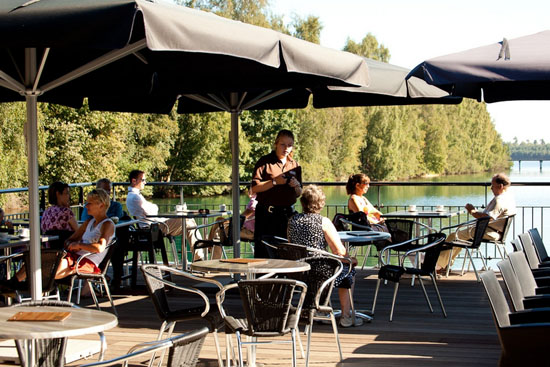 Bosbrasserie in de Sluis Well